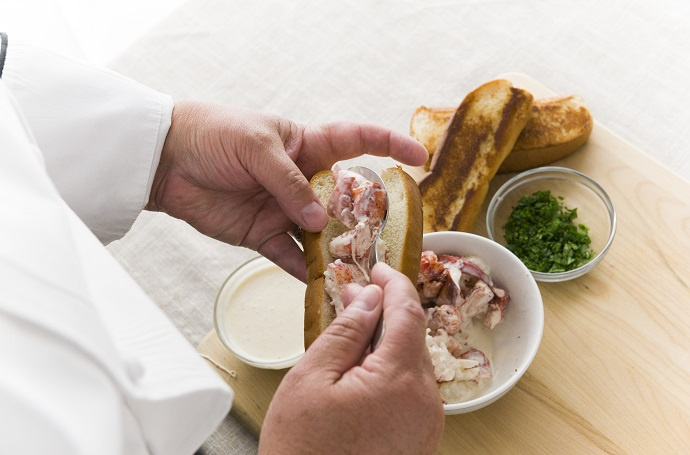 prep - putting lobster in roll